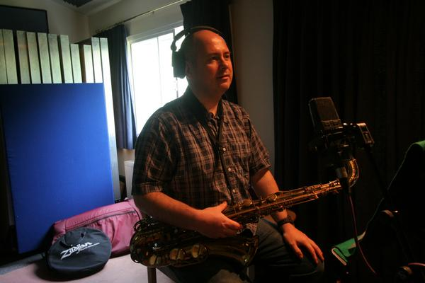 Colin during a recording session with the Nick Rixen Quartet at Red Gables Recording Studio, London (photo by Dick Hammett)